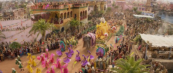 Đại cảnh huy động gần 500 diễn viên của phim.
