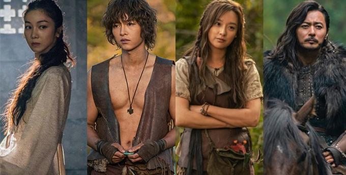 Bốn diễn viên chính của phim: Kim Ok Bin, Song Joong Ki, Kim Ji Won, Jang Dong Gun (từ trái qua).