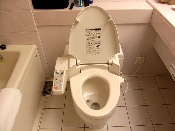 Toilet công nghệ khiến du khách ngồi mãi không muốn ra ở Nhật