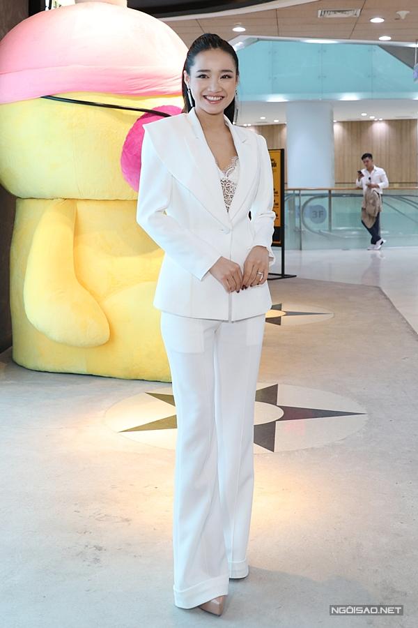 Sau đám cưới với Trường Giang được tổ chức hồi tháng 9/2018, Nhã Phương gần như không xuất hiện tại các sự kiện giải trí suốt mấy tháng. Nhiều người đồn cô bí mật sinh con nhưng phía nữ diễn viên từ chối xác nhận. Đến tháng 3/2019, cô mới rục rịch trở lại showbiz.