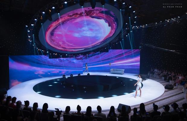 BST 'Ocean'S Sensation' của NTK Đỗ Long 'bùng nổ' và tỏa sáng tại White Palace