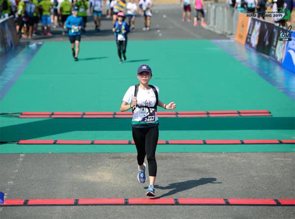 Quỳnh Nguyễn từng tham gia chinh phục chặng đua 21km tại giải Hậu Giang Marathon.