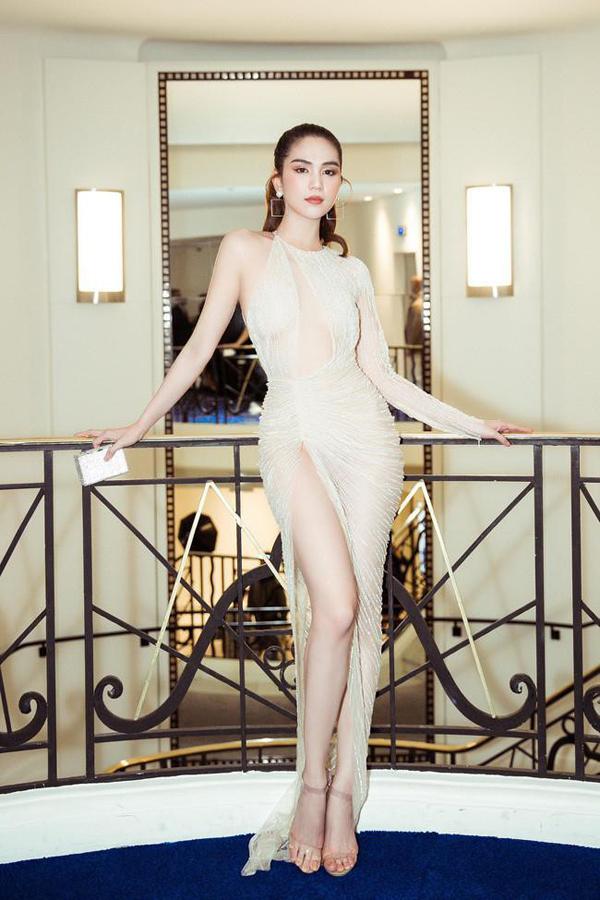 Những kiểu váy hở khiến Ngọc Trinh bị ném đá - 8