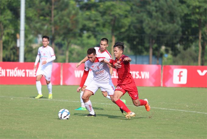 U23 Việt Nam (áo đỏ) gặp nhiều khó khăn trước Viettel. Ảnh: VFF.