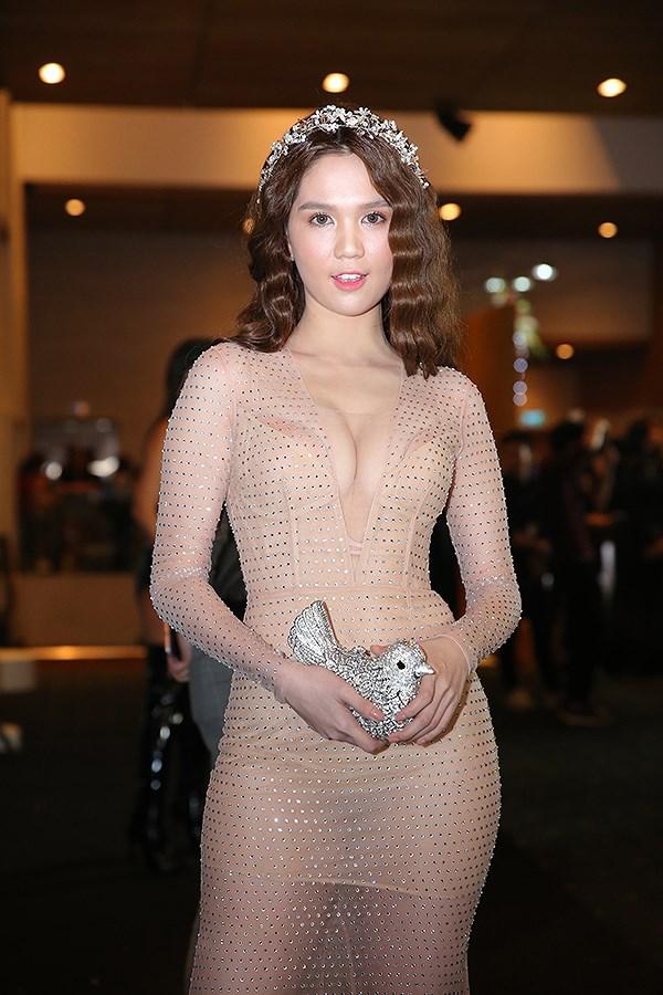 Những kiểu váy hở khiến Ngọc Trinh bị ném đá - 4