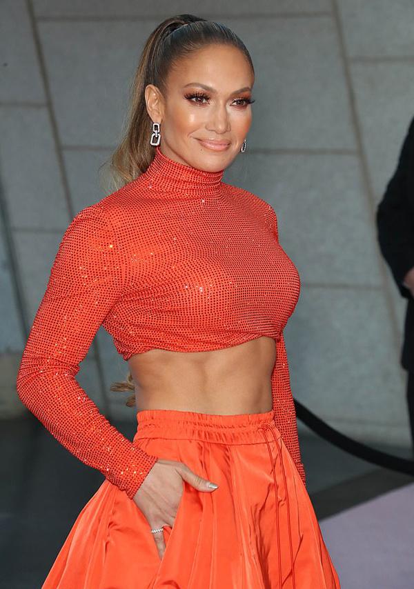 Nữ ca sĩ cho biết, để có được sắc vóc như hiện tại, cô đã duy trì chế độ ăn uống lành mạnh từ khi còn trẻ. Jennifer cũng chăm chỉ tập gym, học vũ đạo để duy trì cơ bắp săn chắc.