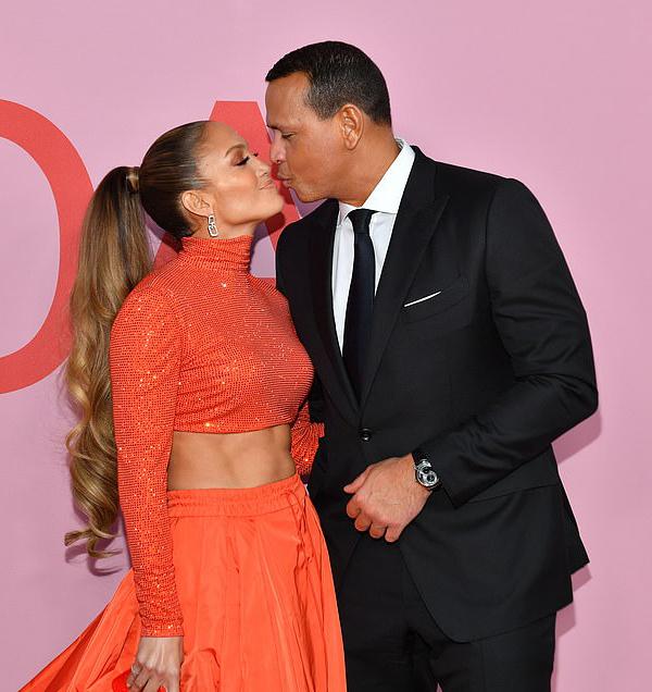 Giọng ca On the Floor tình tứ bên chồng sắp cưới - cầu thủ bóng chày Alex Rodriguez.