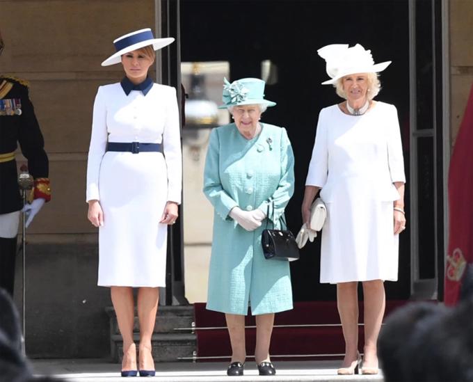 Melania Trump được Nữ hoàng Anh và Nữ công tước xứ Cornwall Camilla tiếp đón  trưa 3/6.