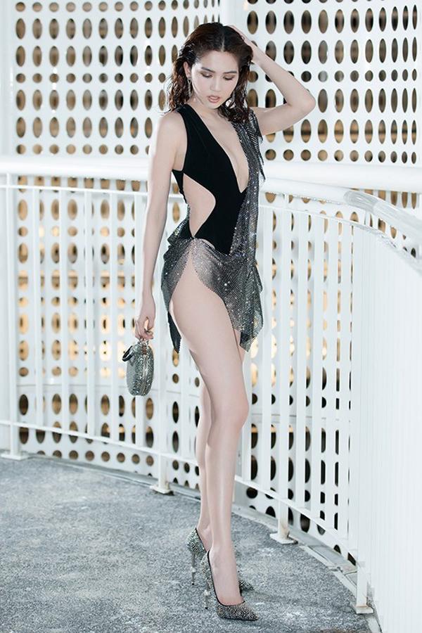 Những kiểu váy hở khiến Ngọc Trinh bị ném đá - 12