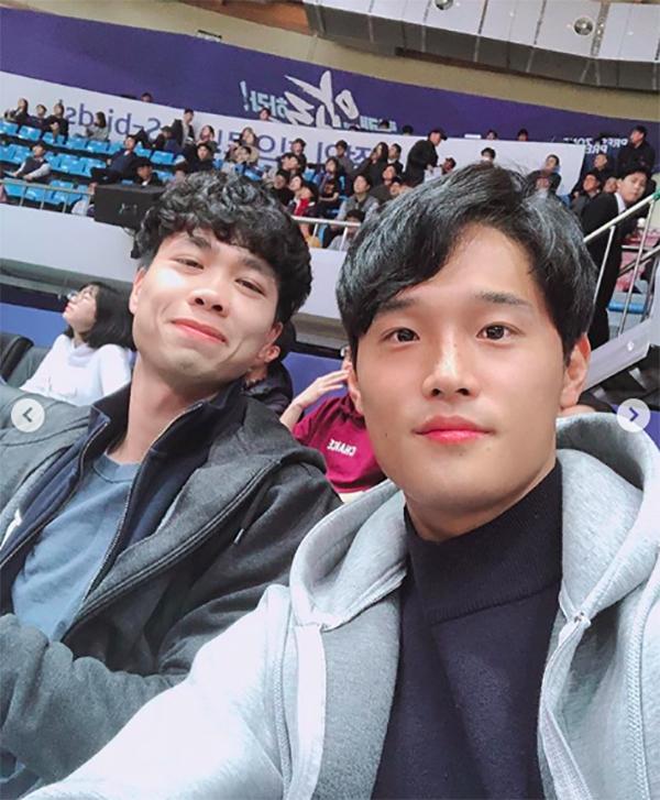 Công Phượng từng chia sẻKim Jeung-ho là người bạn thân nhất của anh ở Hàn Quốc. Người đồng độinày giup đỡ Công Phượng rất nhiều từ những ngày anh mới đặt chân tới xứ sở kim chi để anh sớm thích nghi với môi trường mới.
