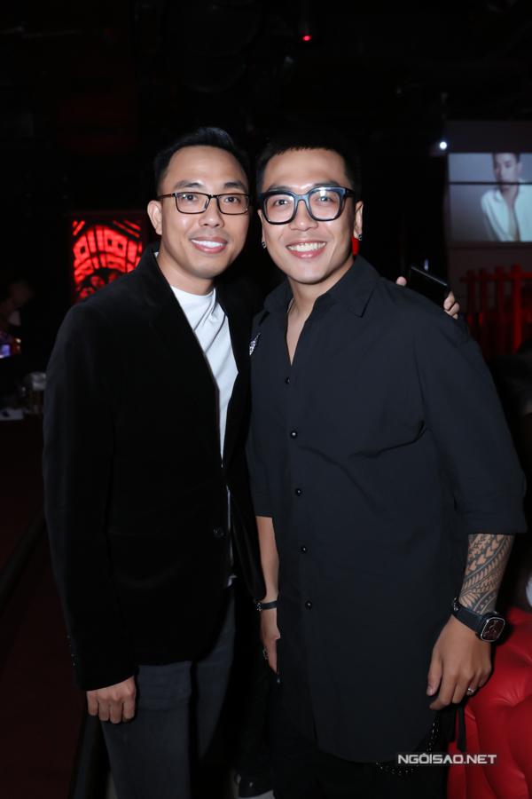 Nhạc sĩ Nguyễn Hoàng Duy (phải).