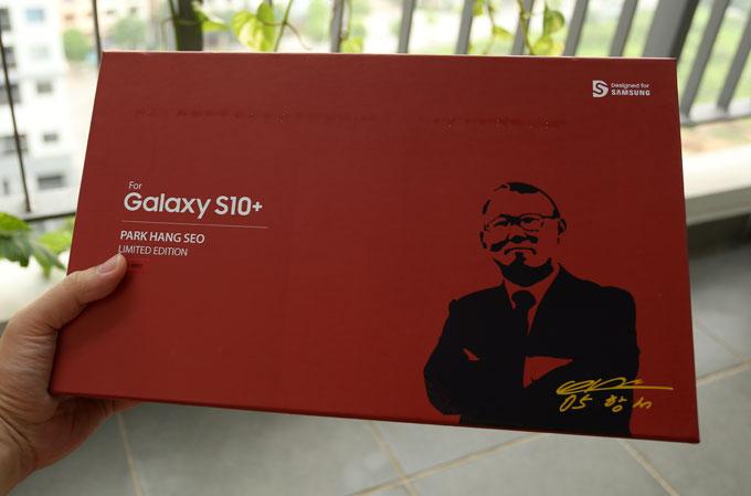 Galaxy S10+ phiên bản giới hạn Park Hang-seo được phát hành dịp tuyển Việt Nam dự Kings Cup tại Thái Lan. Chỉ có 5.000 máy được bán ra với giá 23.990.000 đồng, cao hơn một triệu đồng so với phiên bản tiêu chuẩn cấu hình vi xử lýExynos 9820, RAM 8GB và bộ nhớ trong 128GB.