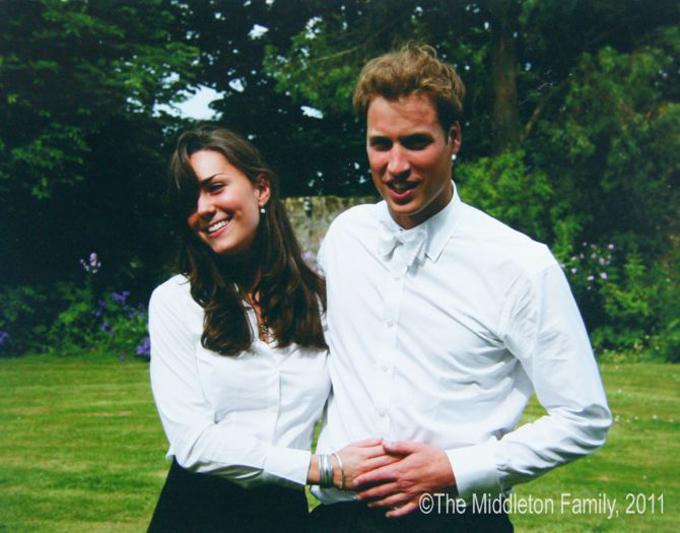 Hoàng tử William và bạn gái Kate Middleton thời còn là sinh viên trường St Andrews. Ảnh: The Middleton Family.