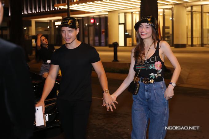 Kim Lý và Hồ Ngọc Hà nắm tay tình tứ đến dự sinh nhật