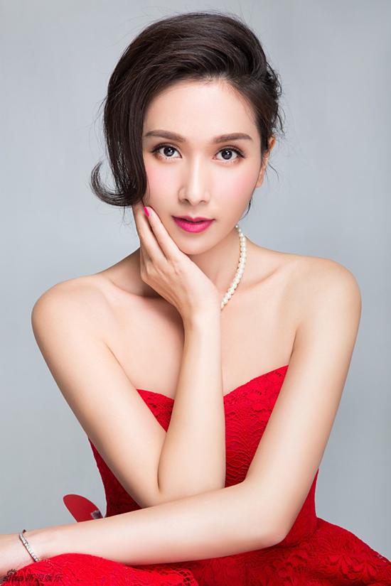 Hoa hậu Á châu Dương Cung Như.