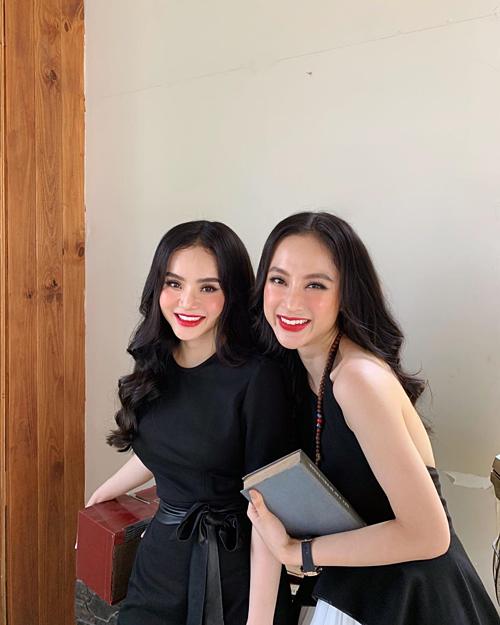 Angela Phương Trinh đọ sắc cùng em gái.
