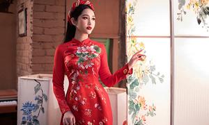 Áo dài cưới sắc đỏ tôn đường cong phụ nữ Việt