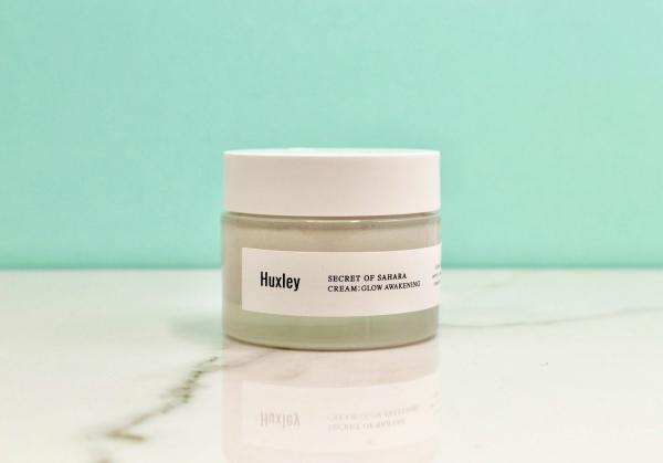 Huyền My sử dụng gel dưỡng ẩm Huxley Glow Awakening Cream, giá khoảng 700.000 đồng.