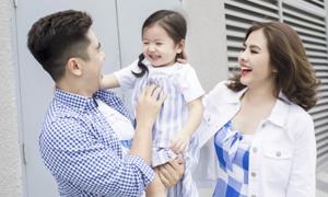 Gia đình Vân Trang diện trang phục Old Navy dạo phố cuối tuần