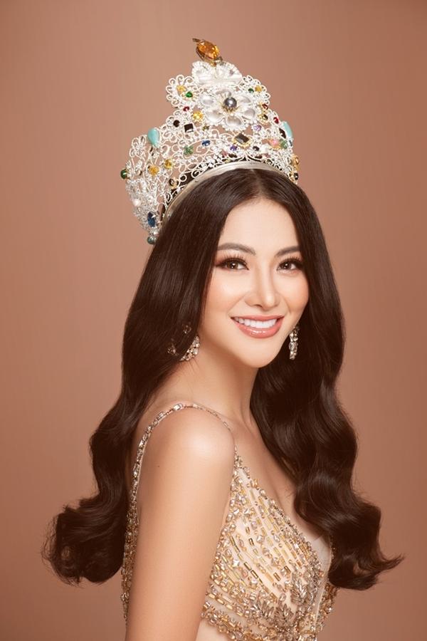 Vì giá trị lớn, vương miện đượccất giữ tại Philippines và cần có sự đồng hành của bantổ chức Miss Earth mỗi khi ra nước ngoài.