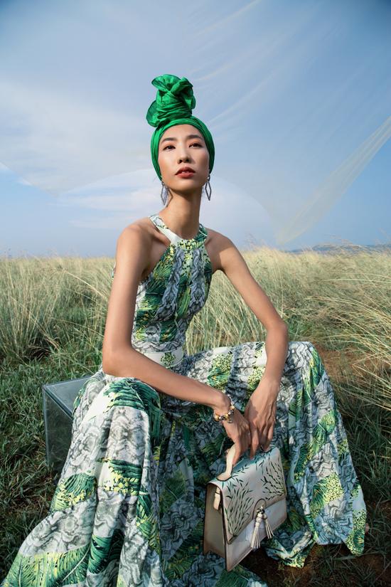 Những gam màu tươi sáng, họa tiết nhiệt đới được hòa quyện cùng nhau để tạo nên nét cuốn hút cho váy áo mùa hè.