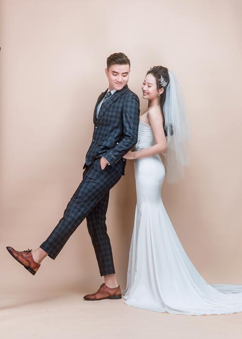 Nếu chụp hình cưới, bạn nên chọn những nơi có uy tín để nhận được sự tư vấn cụ thể, không nên chọn quá nhiều điểm chụp cũng như trang phục vì sẽ khiến bạn nhanh mệt, Thành An đưa ra lời khuyên.