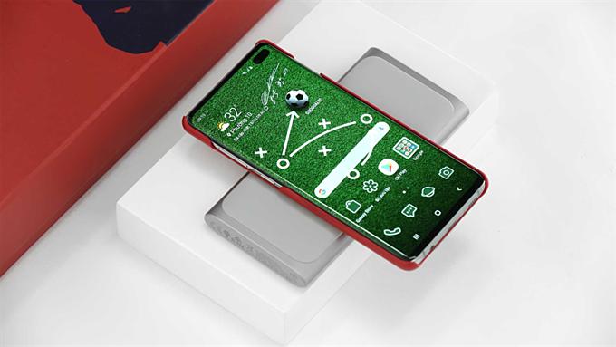Ngoài ra, bộ sản phẩm Galaxy S10+ Silver tại Thế Giới Di Động còn đi kèm sạc dự phòng không dây dung lượng lên đến 10.000 mAh. Với dung lượng lớn và thiết kế mỏng gọn, bạn dễ dàng mang theo nguồn năng lượng dự trữ mọi lúc mọi nơi, đặc biệt có thể sạc pin theo kiểu có dây truyền thống hoặc không dây.