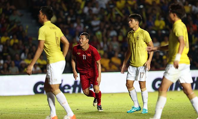 Anh Đức ghi bàn mang về chiến thắng cho Việt Nam đúng ở phút bù giờ thứ 4. Ảnh:Đức Đồng.