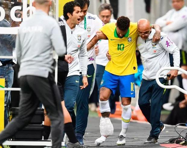 Neymar rời sân trong trận giao hữu với Qatar với