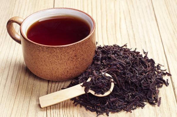 Trà Trà xanh chứa các chất tannin tự nhiên và chất chống ô xy hóa khiến răng xỉn màu và ngả vàng. Uống trà tốt cho sức khoẻ tuy nhiên, không nên uống quá nhiều, dễ gây mất ngủ.