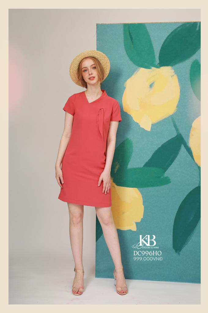 Easy Pick là lựa chọn dễ dàng nhất trong các dòng sản phẩm của KBFashion dành cho khách hàng tìm kiếm những sản phẩm thời trang hiện đại, linh hoạt, thích hợp để mặc đi làm, đi dạo phố, hẹn hò thậm chí là dự tiệc. The Summer Scent phảng phất mùi hương của mùa Hạ với các màu sắc đa dạng, mang hơi hướng nhiệt đới như: xanh lá, vàng chanh, hồng, cam,...
