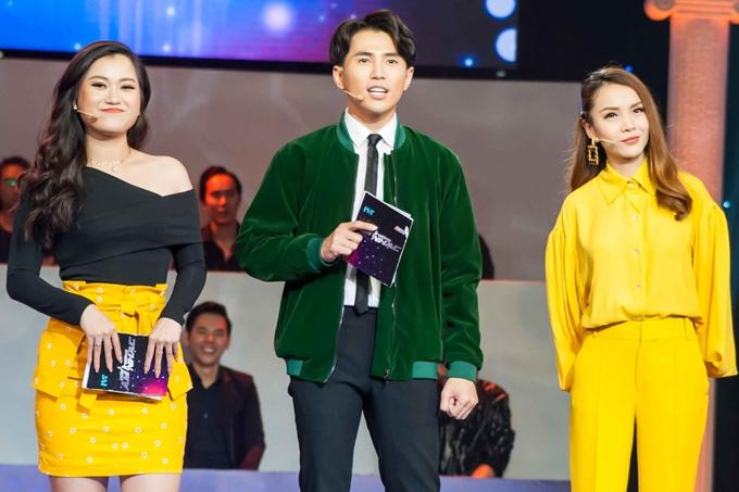 Nhận thấy Yến Trang và Lâm Vỹ Dạ cùng mặc trang phục ton-sur-ton, Will liền chọc ghẹo: