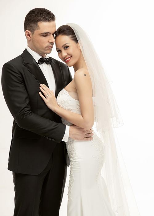 Bộ hình cưới mang phong cách không cầu kỳ, xa hoa phù hợp với tính cách đơn giản, ít khoa trương, màu mè của tân nương.