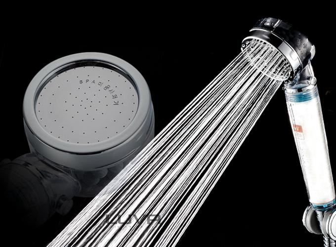 Các loại vòi sen tăng áp còn có thêm lõi lọc nước giúp lọc lượng chất bẩn có trong nước trước khi xả ra vòi. Sản phẩm vòi sen tăng áp lõi lọc Hàn Quốc 3S từ thương hiệu Luva, được tặng thêm 1 lõi lọc khi mua trên Shop VnExpress.