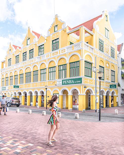 Cùng các nữ blogger khám phá Curacao - hòn đảo đối thủ của Việt Nam - 2