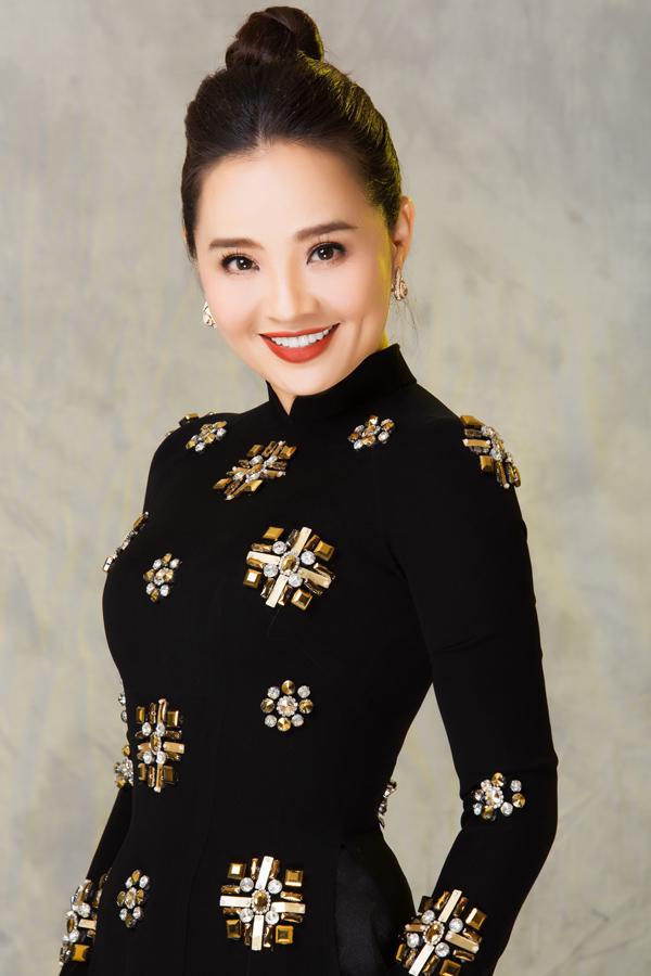 Minh Châu mời Hoài An làm nàng thơ cho bộ sưu tập. Theo anh, diễn viên Tường vy cánh mỏng là người thương mình nhất vì: Khi nào tôi mở lời, chị đều vui vẻ hợp tác.