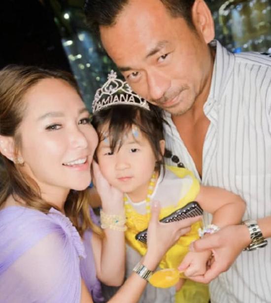 Alvin Chau và vợ cả Trần Tuệ Linh trong sinh nhật con gái hồi cuối tháng 5.