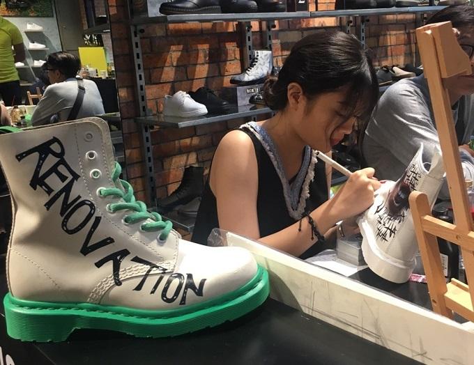 Với sự kiện Renovation Opening tại Hà Nội và Hồ Chí Minh, Dr. Martens đã mang tới nhiều hoạt động thú vị như: trải nghiệm Shoes Customization, DJ Show, Rock Show...