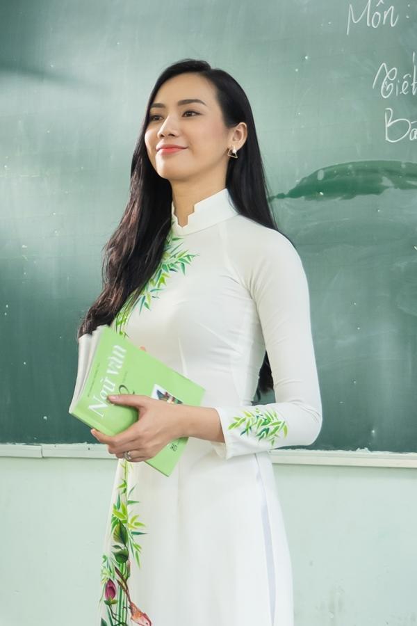 Trương Kiều Diễm ra mắt MV Let me choose, đánh dấu sự trở lại âm nhạc của sau một tháng kết hôn bí mật. Trước đó, nữ ca sĩ tổ chức lễ cưới tại TPHCM nhưng không công bố danh tính ông xã vì muốn giữ sự riêng tư.