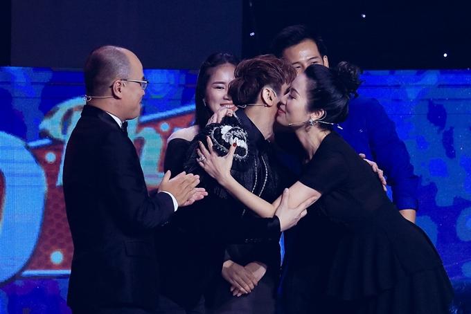 Trịnh Kim Chi đưa ra tình huống và yêu cầu Nguyên Vũ diễn xuất ngay trên sân khấu. Màn tung hứng giữa giọng ca Nếu không yêu thì thôi và Lê Phương, Thanh Thức khiến trường quay bật cười.