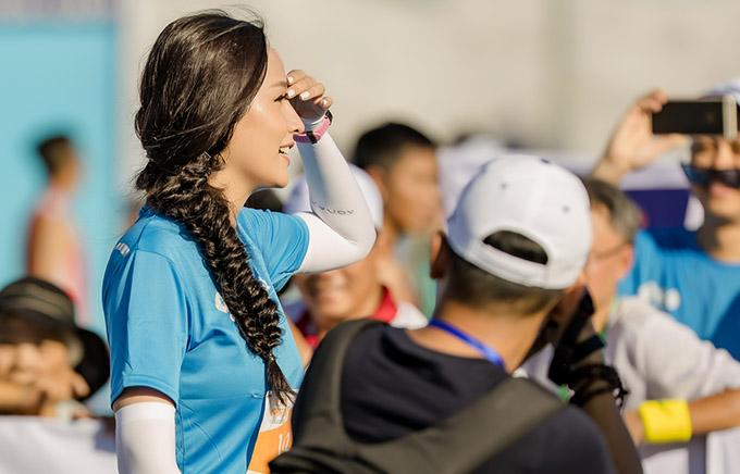 Nhan sắc của Hoa hậu Việt Nam 2006 thu hút nhiều ống kính máy ảnh.