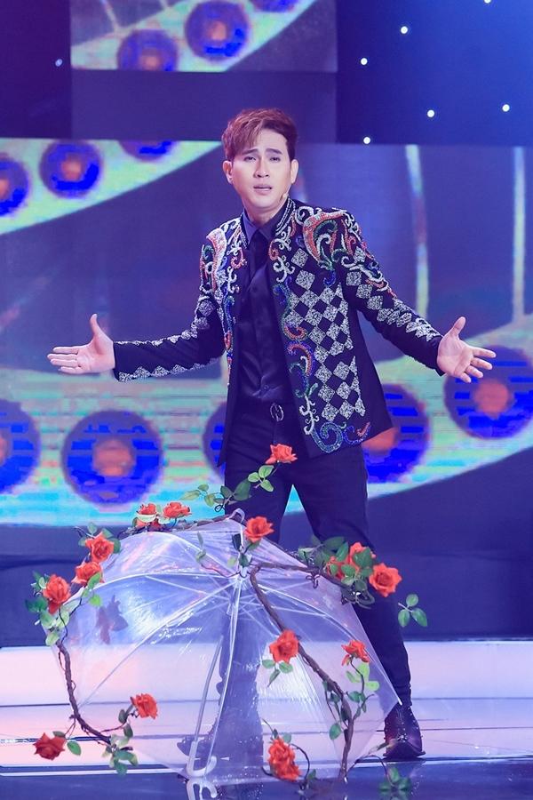 Nguyên Vũ cũng tái hiện trên sân khấu những bài hát gắn liền tên tuổi của anh: Tình quay gót, Phố kỷ niệm, Tình yêu thầm kín,...