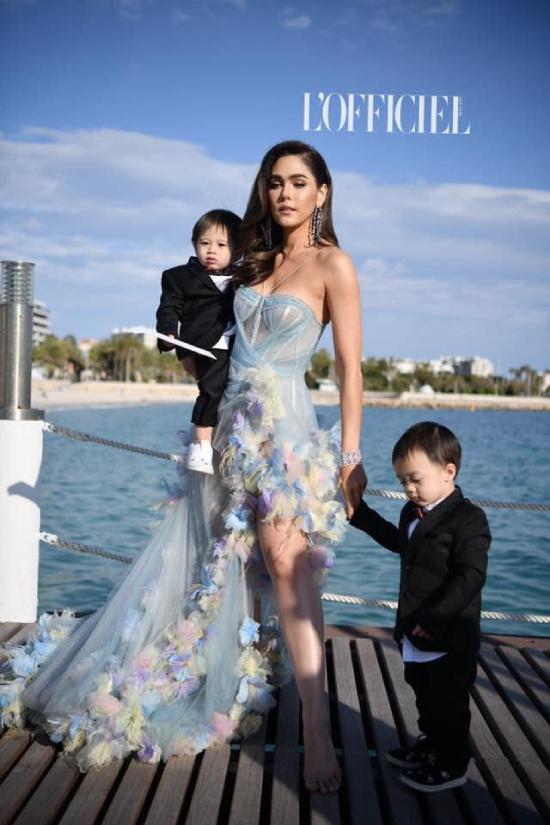 Trước đó, hồi tháng 5,Thunder và Storm cũng cùng mẹ tới Pháp dự Cannes 2019.