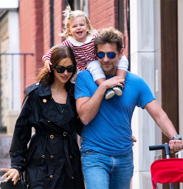 Irina Shayk và Bradley Cooper cùng đưa con gái xuống phố.