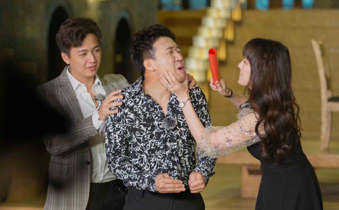 Trong tập 9 của Running man, Hari Won xuất hiện với vai trò khách mời cùng Sam và Puka. Cuộc hội ngộ của vợ chồng Hari - Trấn Thành khiến các thành viên của chương trình rất thích thú. Tuy nhiên ở màn tìm nửa kia để kết đôi, Hari nhất quyết không chịu về team của ông xã. Trấn Thành cũng tuyên bố sẽ xé bảng tên vợ mình đầu tiên.