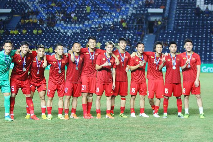 Các chàng trai áo đỏ vào chung kết sau khi giành chiến thắng 1-0 trước chủ nhà Thái Lan bằng pha lập công ở phút bù giờ cuối cùng của Anh Đức.