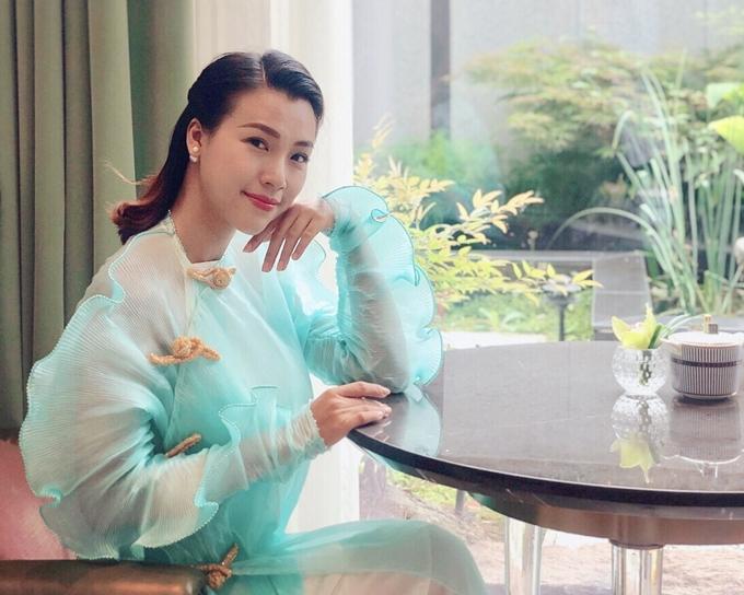 Hoàng Oanh chia sẻ cô có dịp giới thiệu văn hóa Việt Nam qua tà áo dài với quan khách quốc tế. Người đẹp cũng ghi điểm với sự thân thiện, khả năng ngoại ngữ lưu loát.