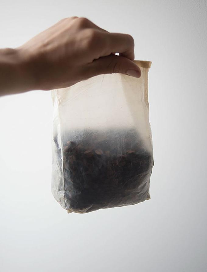 Những người sáng tạo ra loại bao bì này hướng tới nâng cao nhận thức về vấn đề ô nhiễm nghiêm trọng mà chúng ta đang phải đối mặt và khơi nguồn cảm hứng cho sự phát triển của bao bì sinh học.