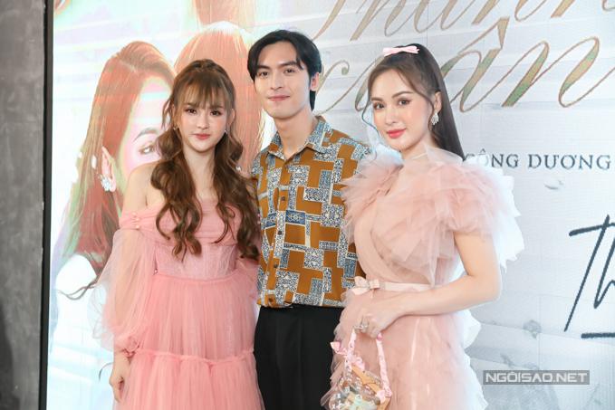Hot girl Kelly Nguyễn (ngoài cùng bên phải) và diễn viên Công Dương (giữa) là những người bạn thân của Thu Thủy.