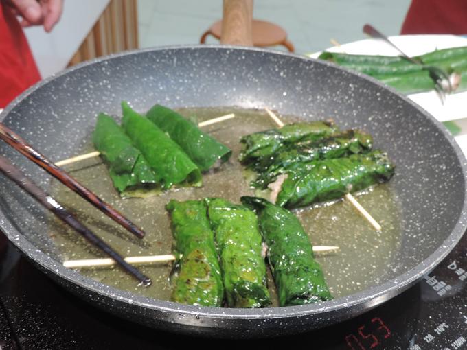 Đầu bếp cũng bật mí những bí quyết trong trong việc sử dụng các gia vị để tăng vị món ăn như sử dụng hạt nêm sẵn, bột chiên để giảm thời gian nấu nhưng vẫn chuẩn vị.